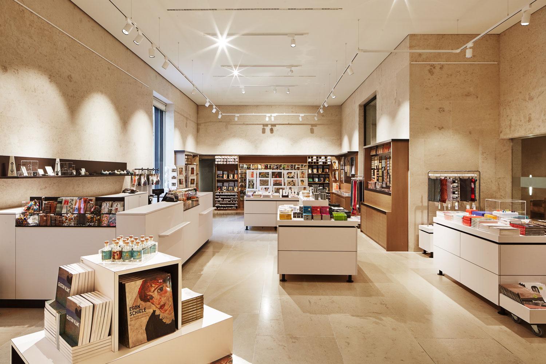 Klein_leopold-museum_shop@_jens-preusse_01
