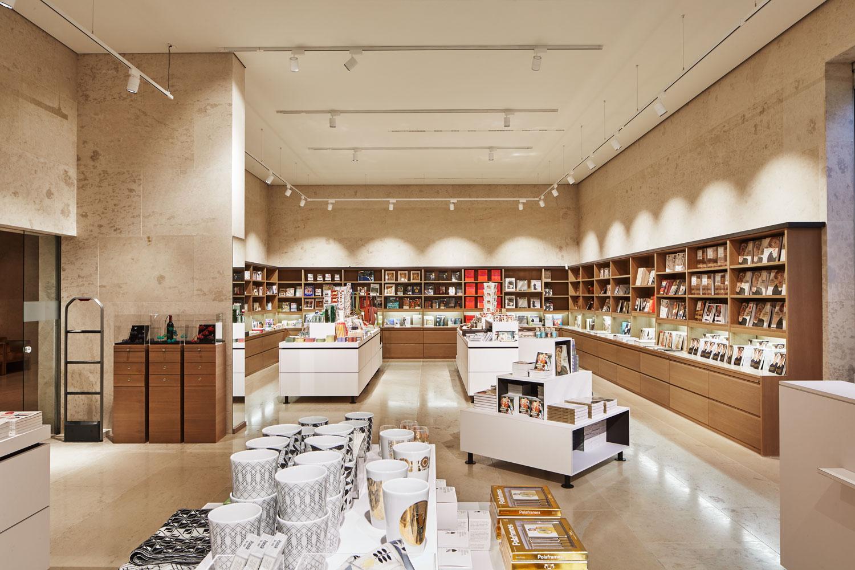 Klein_leopold-museum_shop@_jens-preusse_03